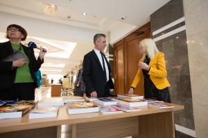 Moldova, Parlament, Poetul Dintre Milenii, expoziţie